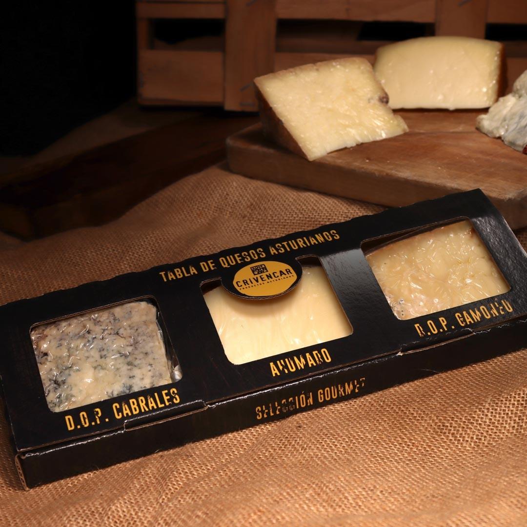 Caja de tres cuñas de quesos artesanales asturianos